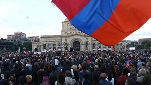 b-300x169 Ermenistan'daki Siyasal Değişim: Renkli Devrim Mi, Zorunlu İstikamet Mi?