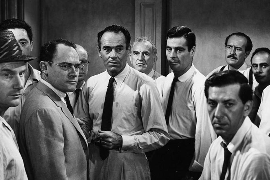 """Sosyal Psikolojinin Hukuk Sistemi Üzerindeki Etkisi: """"12 Öfkeli Adam"""" Film Tahlili"""